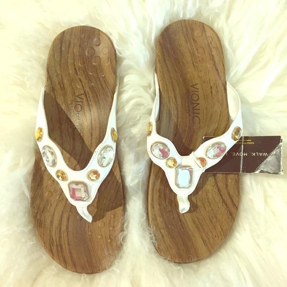a5c1abc70d48 Vionic Eve white size 8 sandal new